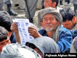 Жүздеген хазар өздері тұратын аймаққа басқа этникалық топтың қоныстануына наразылық білдіріп отыр. Кабул, 30 наурыз 2008 жыл