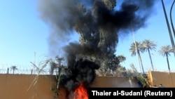 Pamje të sulmimit të ambsadës amerikane në Baghdad.