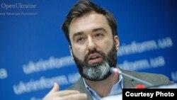 """Нью-Йорктогу """"Евразиялык демократиялык демилге"""" уюмунун жетекчиси Питер Залмаев."""
