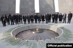 """Ermənistanda """"soyqırım abidəsi"""""""
