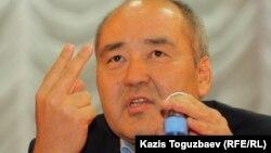 Өмірзақ Шөкеев Ақтауда халықпен кездесіп отыр. 24 желтоқсан 2011 жыл.