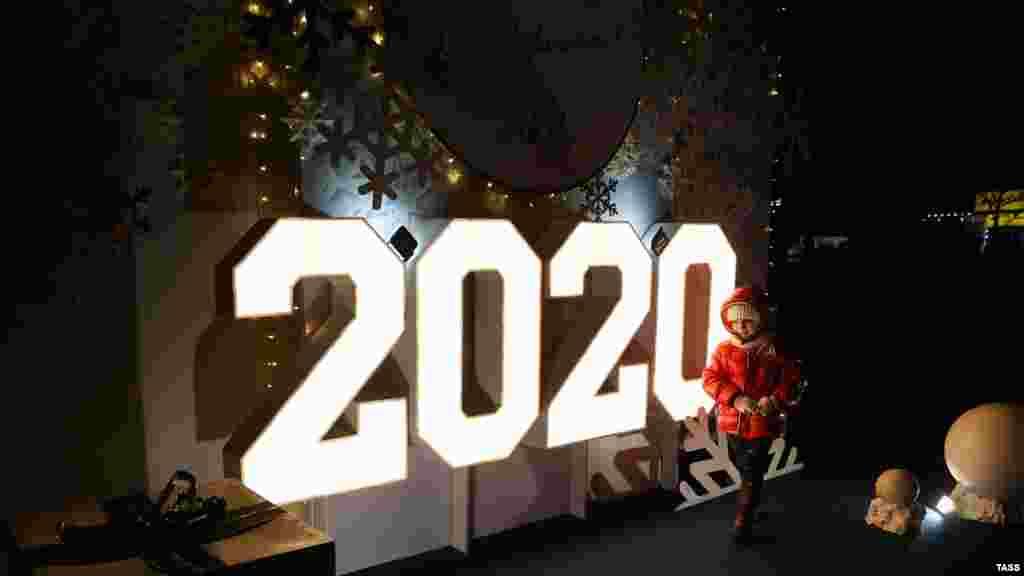Більше фото зі святкування Нового року в кримській столиці шукайте в нашій фотогалереї