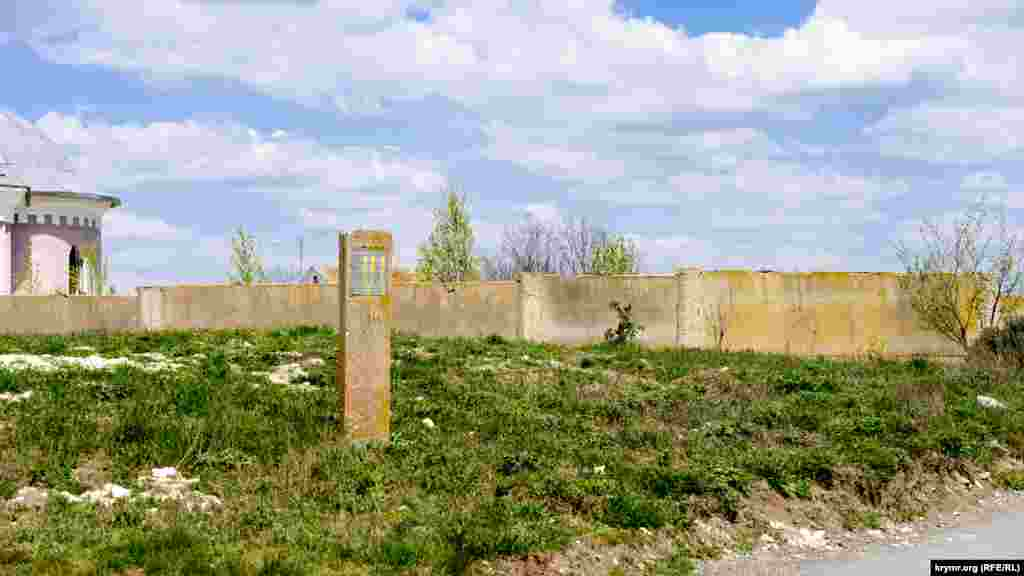 Два кургани в селі мають охоронний статус пам'ятки археології регіонального значення