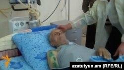 Մամիկոն Խոջոյանը գերությունից վերադառնալուց հետո՝ Իջևանի հիվանդանոցում, 5-ը մայիսի, 2014թ