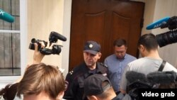 Русија - поддржувачи на Навални собрани пред неговата кенцеларија во Москва. 06.07.2017