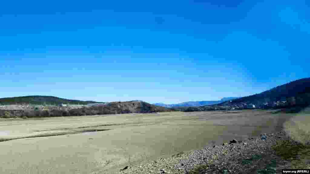 Гідрологи б'ють на сполох: запас води у водосховищах Криму зменшився вдвічі. Сімферопольське водосховище за квітень поповнилося всього на 570 тисяч кубометрів