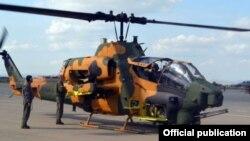 Азербайджанский боевой вертолет AH-1W Super Cobra турецкого производства (архив)