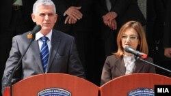 Министрите за внатрешни работи на Косово и Македонија, Бајрам Реџепи и Гордана Јанкулоска во Скопје на 14 мај 2010 година.