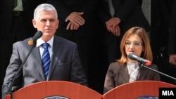 Ministri i Brendshëm i Kosovës, Bajram Rexhepi, dhe homologia e tij maqedonase, Gordana Janullovska. Shkup, 14 maj 2010.