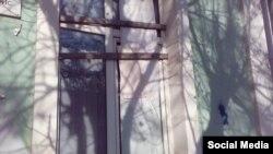 В помещении Симферопольского регионального Меджлиса разбили стекло, 7 марта 2016 года