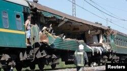 Vagonul trenului Moscova-Chişinău, lovit de marfar