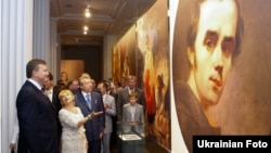 Віктор Янукович на відкритті музею Тараса Шевченка, Канів, серпень 2010 року