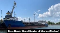 За даними СБУ, російські власники танкера змінили його назву з Neyma на Nika Spirit