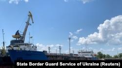 Российский танкер NIKA SPIRIT, задержанный в порту Измаила