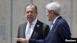 U.S. Secretary of State John Kerry (right) with Russian Foreign Minister Sergei Lavrov (file photo)