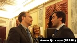 """Руководитель правозащитной организации """"Фридом хаус"""" Дэвид Крамер с сыном Михаила Ходорковского - Павлом"""