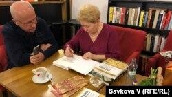Славістка та мистецтвознавиця Оксана Пеленська презентувала у Празі книгу «Україна поза Україною», 23 січня 2020