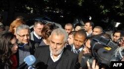 عبدالاله بنکرانه، دبیرکل حزب عدالت و توسعه مراکش در میان خبرنگاران