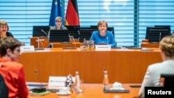 Берлиндегі кабинет отырысына қатысып жатқан Германия канцлері Ангела Меркель. 18 наурыз 2020 жыл.