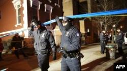 На месте убийства двух полицейских. Нью-Йорк, 20 декабря 2014 года.