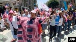 Демонстрация иммигрантов в поддержку иммиграционной реформы. Лос-Анджелес, США, 1 мая 2013 года.