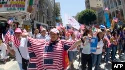 Демонстрация в поддержку иммиграционной реформы в Лос-Анджелесе 1 мая 2013 года