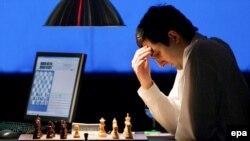 Играя с компьютером, Владимир Крамник не раз оказывался в роденовской позе. Что, правда, не поспособствовало его успеху в матче