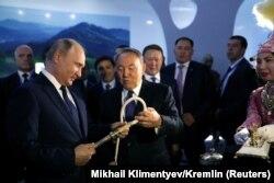 Президент Росії Володимир Путін і президент Казахстану Нурсултан Назарбаєв на виставці. Петропавловськ, 9 листопада 2018 року