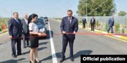 İ.Əliyev Saatlıda yeni yolun açılışında. 2013