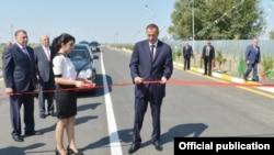 İ.Əliyev yeni yolun açılışında
