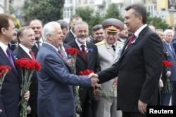 Леонид Кравчук и Виктор Янукович, празднование 9 мая, 2012 год