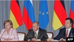 Канцлер Германии Ангела Меркель, российский премьер (тогда он еще был президентом России) Владимир Путин и председатель Европейской Комиссии Жозе Мануэл Баррозу побывали в Самаре в 2007 году. Высокие гости уехали, а проблемы жителей Самары остались