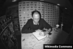 William Gibson kitabını imzalayır, London, 20 oktyabr 2010