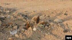 Человеческие останки на месте предполагаемого массового захоронения в Ираке.