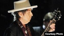 Америкалық ақын әрі музыкант Боб Дилан.