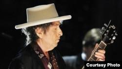 Поэт и музыкант Боб Дилан.