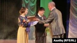 Гүзәл Минакова белән Ирек Кашаповка махсус бүләкләр тапшырылды