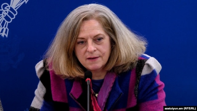 Armenia - Alina Romanowski, the State Department coordinator for U.S. assistance to the former Soviet Union, at a news conference in Yerevan, 18Nov2015.