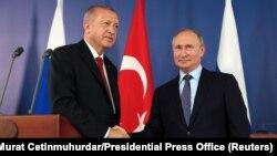 Претседателите на Турција и на Русија, Реџеп Таип Ердоган и Владимир Путин