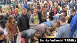 Studenti u Kragujevcu potpisuju peticiju