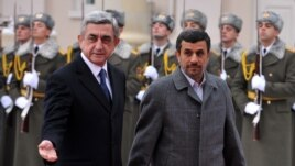Armenia -- Armenian President Serzh Sarkisian (L) and his Iranian counterpart Mahmud Ahmadinejad review an honor guard before their meeting in Yerevan, 23Dec2011
