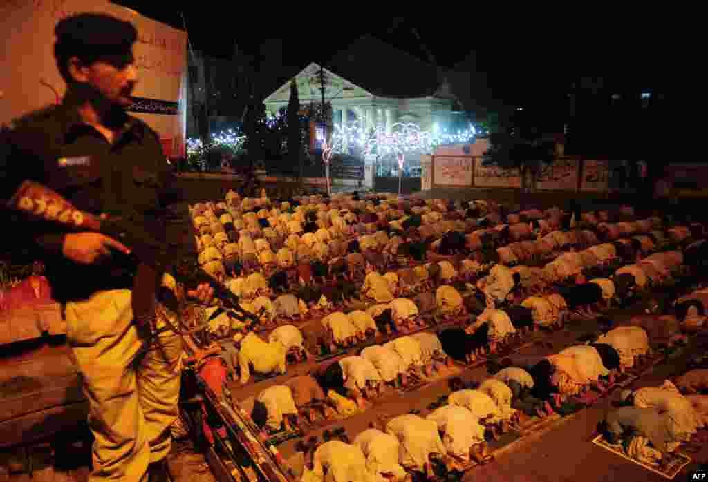 Молитва в Карачи