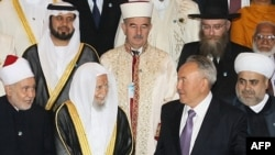 Kazakh President Nursultan Nazarbaev poses for a group picture with participants in the Congress of Leaders of World and Traditional Religions.