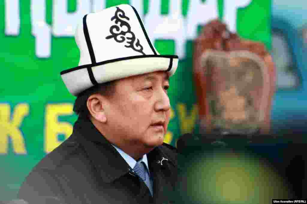 В праздничном намазе в Бишкеке принял участие спикер парламента Асилбек Жээнбеков