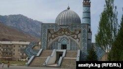 Нарын шаарындагы борбордук мечит, 7-август, 2013.