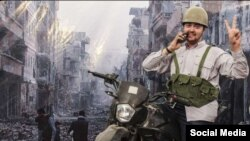 Një nga iranianët duke pozuar në kabinën me sfond të qytetit të shkatërruar të Aleppos