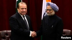 Pakistan's Prime Minister Nawaz Sharif (left) shakes hands with Indian Prime Minister Manmohan Singh during the United Nations General Assembly in New York on September 29.