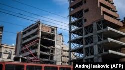 Белград, бывшее здание МВД Сербии (слева), разрушенное при авианалётах сил НАТО. Снимок сделан 24 марта 2019 года