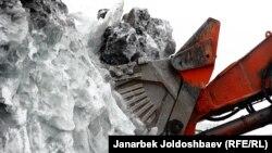 Перемещение ледников на руднике Кумтор. Архивное фото.