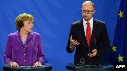 Прем'єр-міністр України Арсеній Яценюк та канцлер німеччини Анґела Меркель
